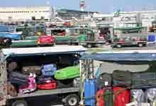 """Fiumicino in crisi per lo """"sciopero bianco"""" dei facchini Alitalia"""