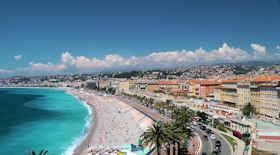 Turista nella città Nizza – Stato Francia – Ecco cosa visitare
