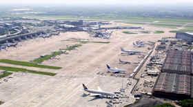 Evacuato aeroporto di Manchester per sospetto pacco bomba