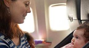 Viaggiare con un neonato con Volotea e le norme da rispettare
