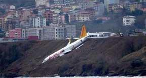Atterraggio fallito, l'aereo rischia di finire in mare