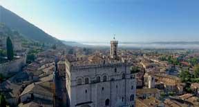 Alla scoperta di Gubbio, la città dei matti