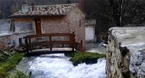 Il borgo incantato di Rasiglia nel Parco regionale di Colfiorito